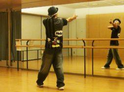 初心者向けダンスレッスン動画。初心者でもかっこよく踊れる