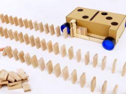 ドミノを自動的に並べるマシンを作る!