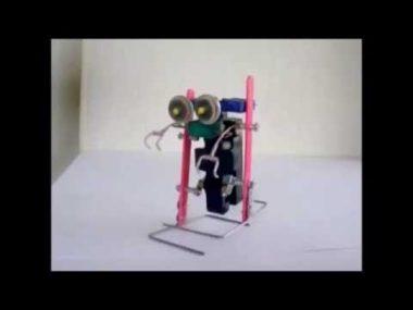 ダイソーのプラレールで2足歩行ロボットが作れます